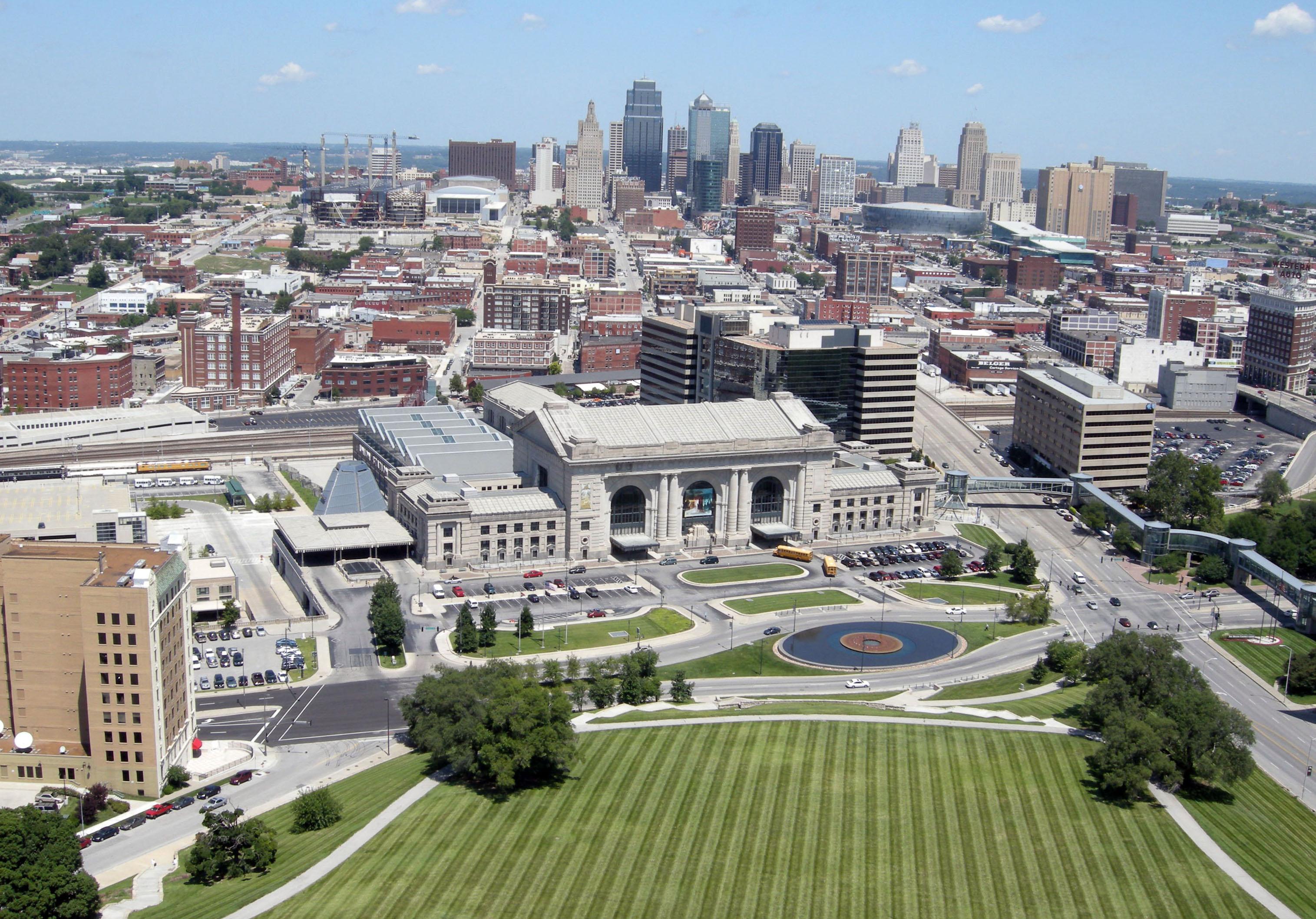 Downtown_Kansas_City,_Missouri_from_Liberty_Memorial